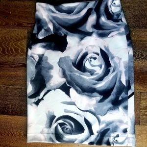 Rose printed pencil skirt